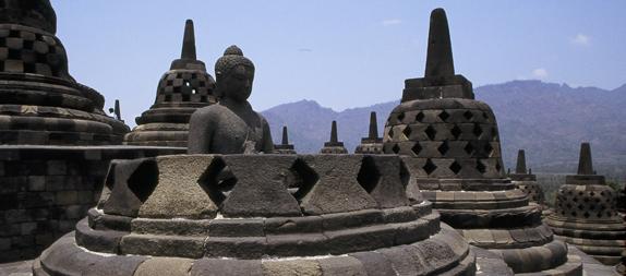 ボロブドゥール遺跡とプランバナン寺院観光