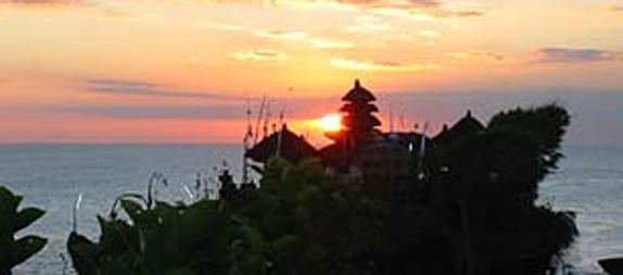 メングイ寺院と海の寺院・タナロット寺院観光