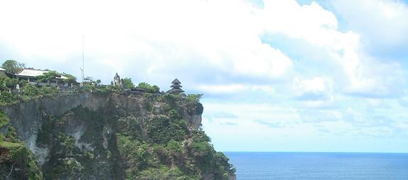 ウルワツ寺院観光とジンバラン・ロブスターディナー